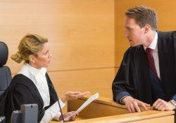 Avvocati in udienza: la toga nera